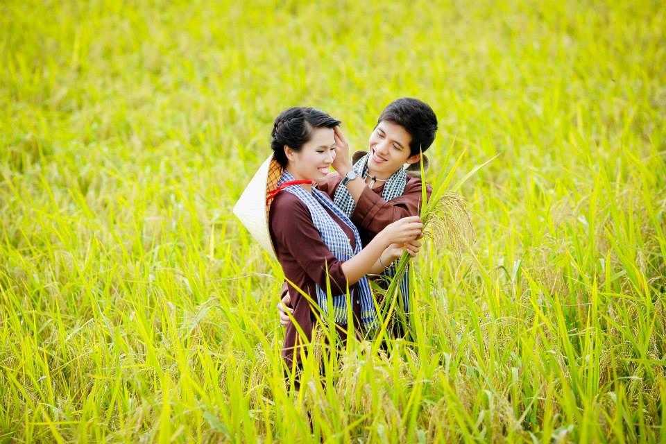 Một số bạn chọn những cánh đồng lúa ven làng làm khung cảnh cho những tấm hình của mình