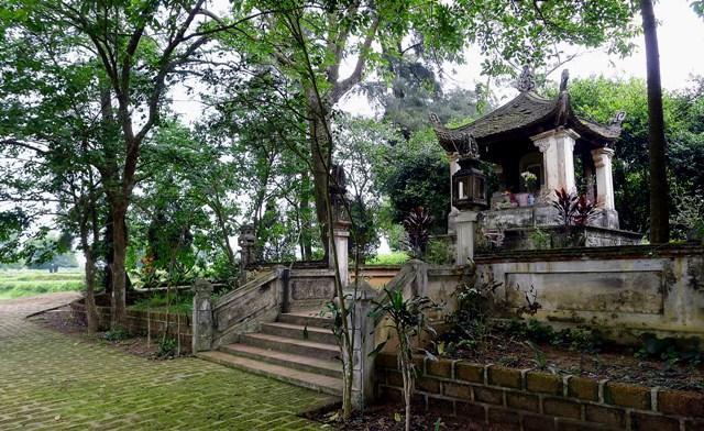 Đền thờ và Lăng Ngô Quyền