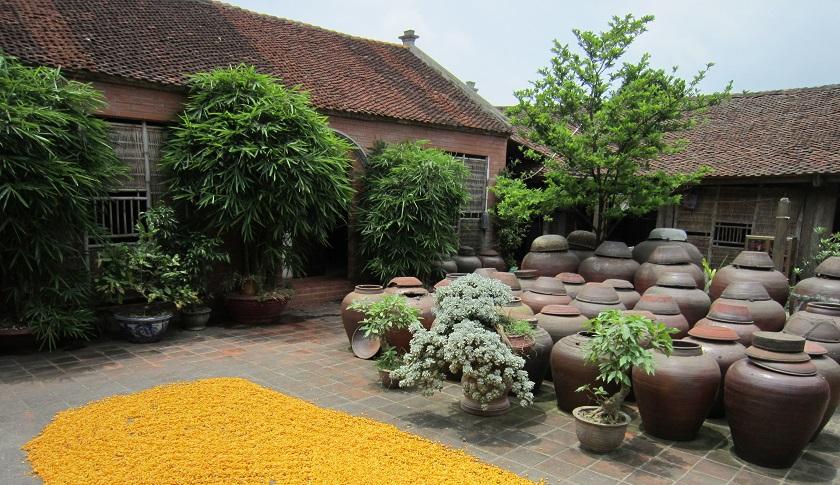Những ngôi nhà cổ đặc trưng ở Đường Lâm.