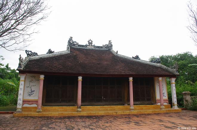 Trong tổng số 117 nóc nhà của làng, hiện tại còn tới 27 ngôi nhà cổ, đa số là nhà rường ba gian hai chái và 10 nhà thờ họ cổ