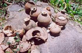Đồ gốm Việt phát hiện ở làng cổ.