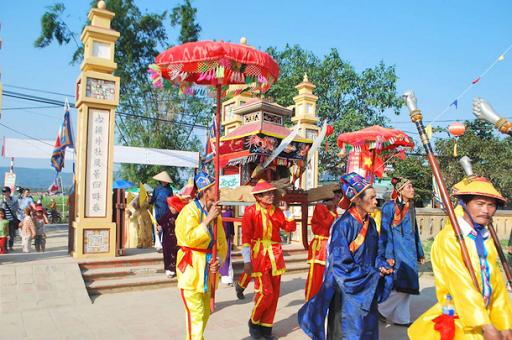Lễ hội đình làng Túy Loan được diễn ra vào ngày mồng 9, 10 hằng năm