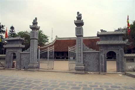 Cổng đình làng Đình Bảng