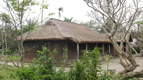 Nhà lưu niệm Bác Hồ ở làng Dương Nỗ. (Ảnh: Vũ Hảo - Thể thao Tp HCM)
