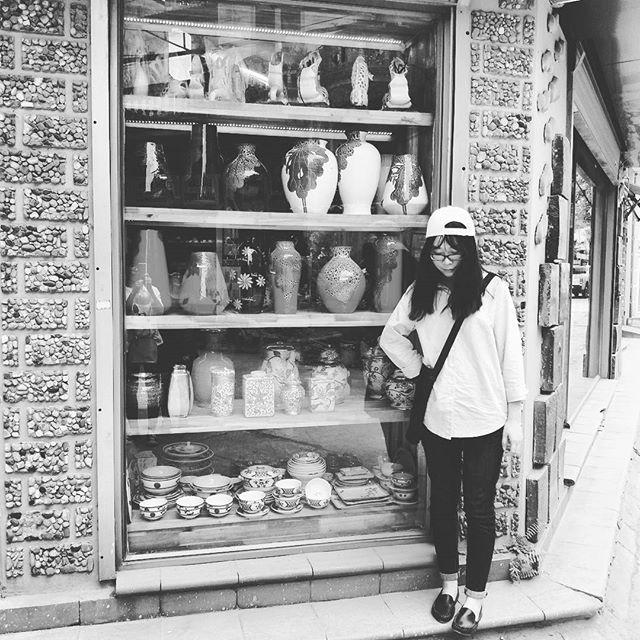 Một góc khu chợ gốm Bát Tràng.