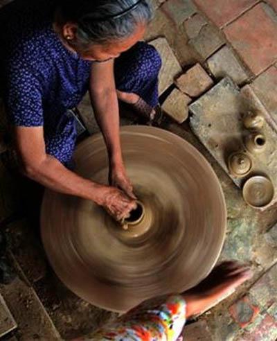 Bà cụ này cả một đời làm gốm ở Thanh Hà