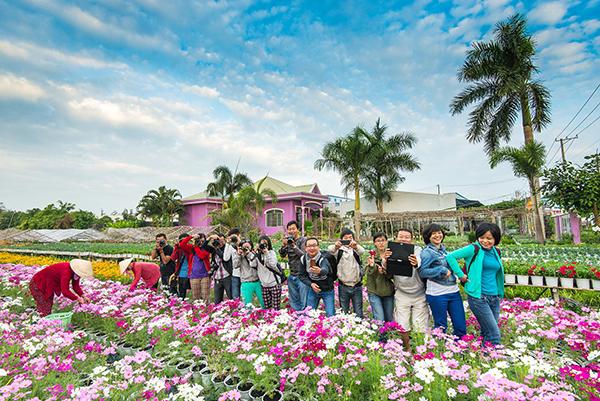 Mùa hoa nở rộ giáp tết là thời điểm Sa Đéc thu hút nhiều du khách đến tham quan chụp ảnh.