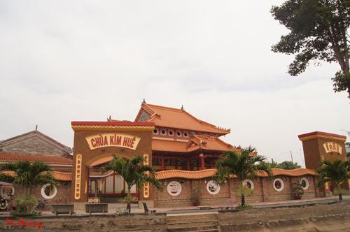 Chùa Kim Huê là ngôi chùa lớn nhất ở Sa Đéc.