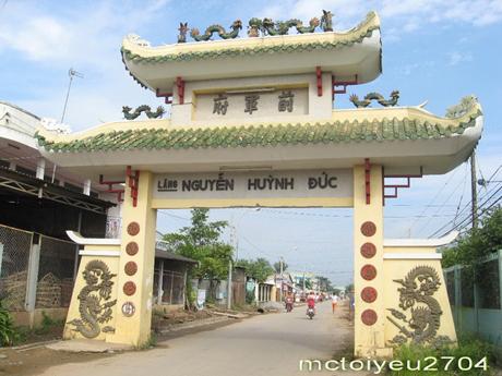 Cổng vào lăng mộ Nguyễn Huỳnh Đức