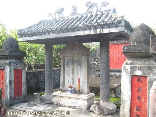 lăng mộ Nguyễn Huỳnh Đức