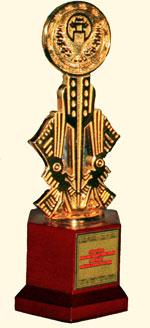 …và vinh dự được nhận Cúp vàng cho các sản phẩm hướng tới 1000 năm Thăng Long.