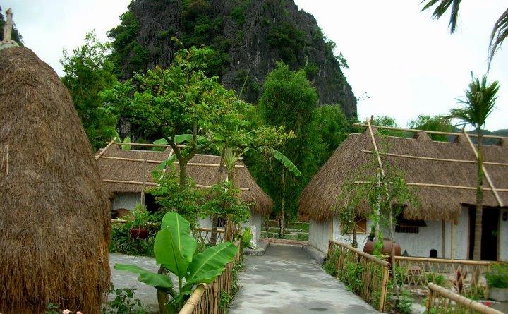 Làng Việt cổ Viên Lầu