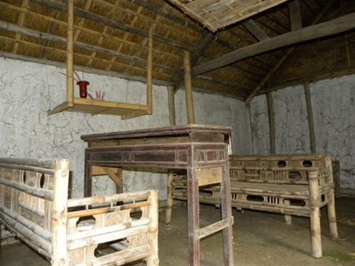 Bên trong nhà cổ Viên Lầu