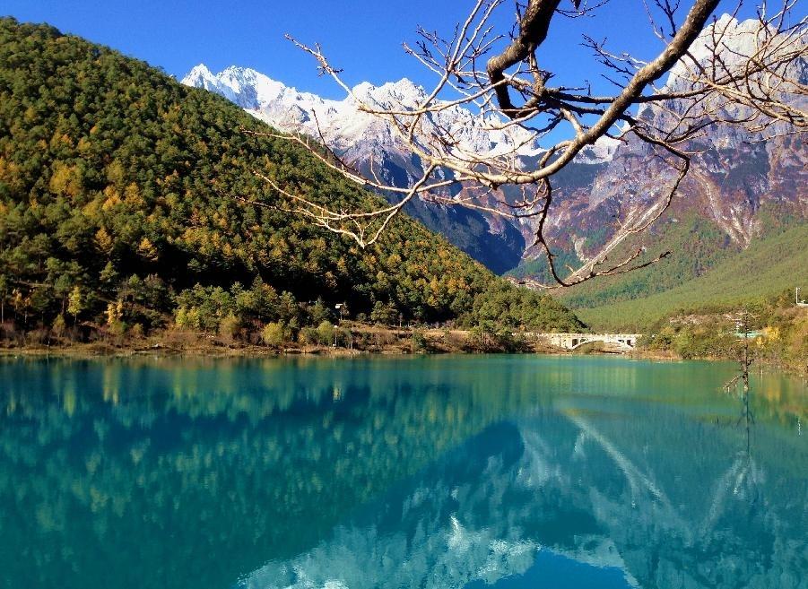 9. Lệ Giang nằm rất sát với rừng nguyên sơ, hồ và nhiều khu vực hợp với các chuyến picnic hoặc thưởng lãm.