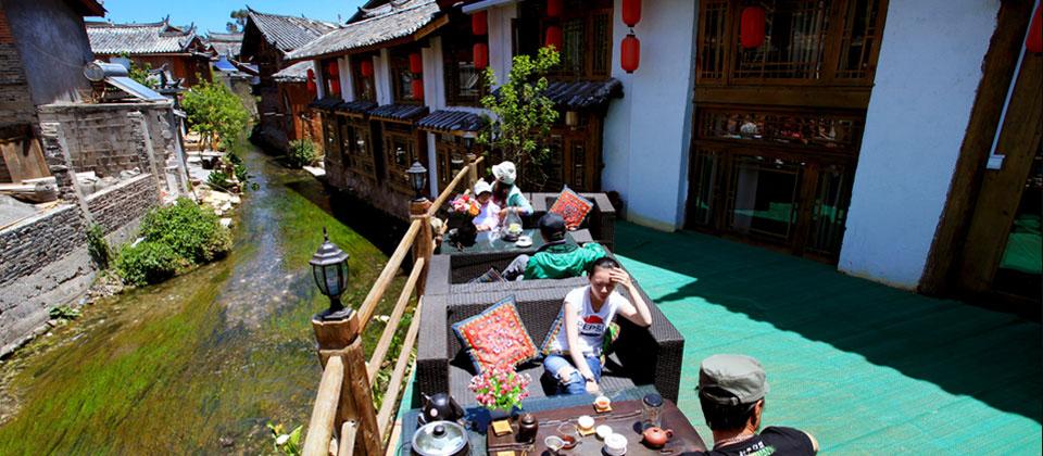 Đúng như tiếng thơm về Lệ Giang, khách du lịch gọi đô thị cổ này là thành phố ẩn cư với nhiều nhà trọ nhỏ xinh.