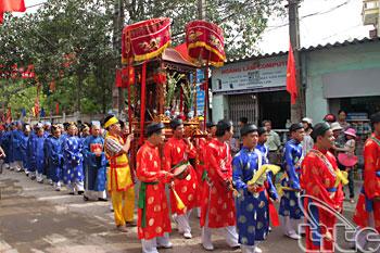 http://media.dulich24.com.vn/diemden/le-hoi-den-ba-chua-4955/le-hoi-den-ba-chua-3.jpg