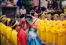 http://media.dulich24.com.vn/diemden/le-hoi-den-ba-tam-6194/le-hoi-den-ba-tam-4.jpg