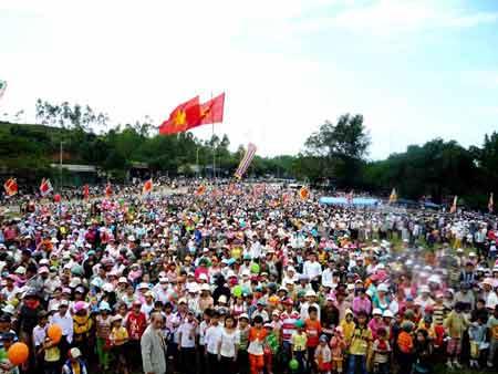 Tưng bừng lễ hội Đèo Nhông - Dương Liễu
