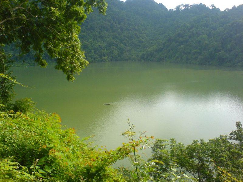 Hồ Ba Bể nằm ở trung du phía Bắc thuộc tỉnh Bắc Kạn