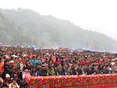 ễ hội cũng giúp cho khách thập phương hiểu thêm về con người và truyền thống văn hoá nơi đây