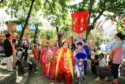 lễ hội tại Tháp Bà còn có nhiều hoạt động mang đậm nét văn hóa truyền thống