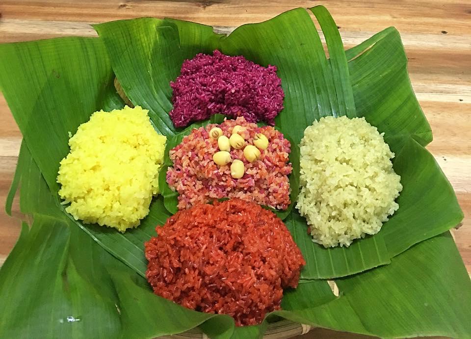 Xôi ngũ sắc, món ăn phổ biến dịp tết hoặc lễ hội ở Tây Bắc.