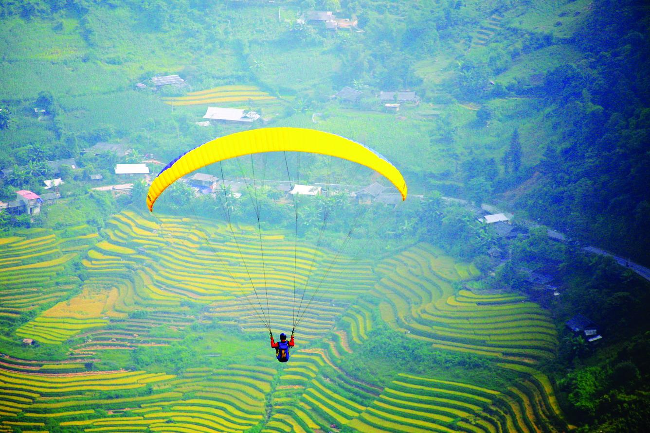 Nhảy dù trên đèo Khau Phạ
