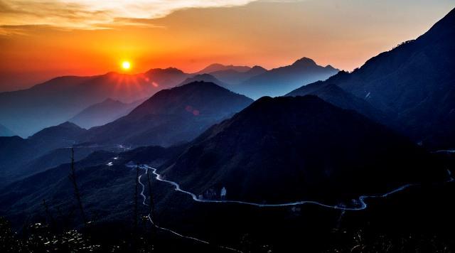 Ô Quy Hồ khi mặt trời xuống núi