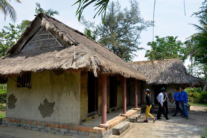 Trong số này, có ngôi nhà phục hồi của gia đình ông Đỗ Ký trước khi bị lính Mỹ tàn sát. Chúng đã giết 5 người trong gia đình, đồng thời thiêu rụi nhà của ông Ký.