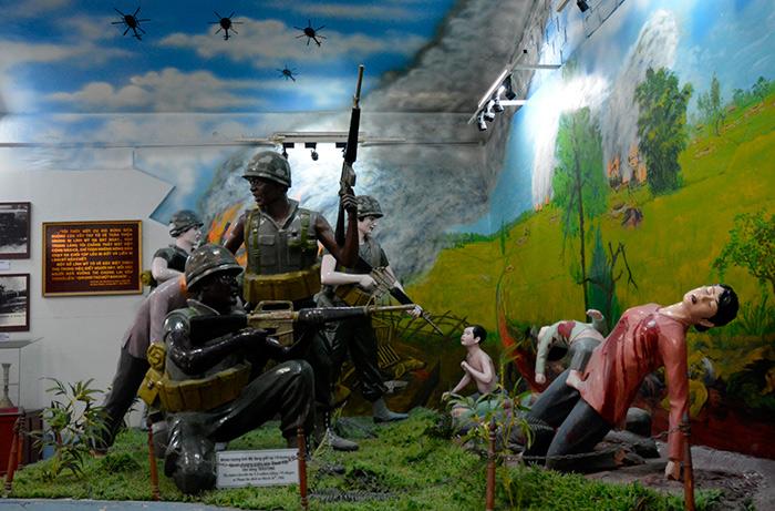 Bên cạnh hình ảnh, trong bảo tàng còn có những mô hình tái hiện hành động vô nhân tính của lính Mỹ.