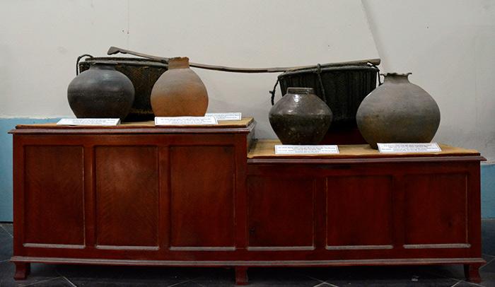 Bảo tàng còn lưu giữ, trưng bày một số vật dụng còn sót lại của các gia đình ở Mỹ Lai sau vụ thảm sát.