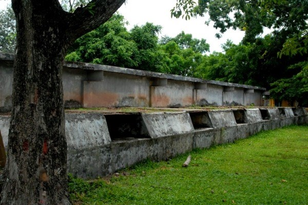 Hệ thống lô cốt này được Đế quốc Mỹ xây dựng năm 1964, với ý đồ củng cố chi khu Đức Hòa, nhằm biến nơi đây thành căn cứ quân sự vững chắc ở phía tây Sài Gòn làm bàn đạp tấn công vùng căn cứ cách mạng tại Đức Hòa, Đức Huệ.
