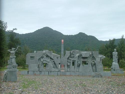 http://media.dulich24.com.vn/diemden/nghia-trang-hang-duong-4058/nghia-trang-hang-duong-2.jpg