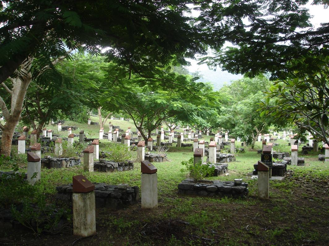 http://media.dulich24.com.vn/diemden/nghia-trang-hang-duong-4058/nghia-trang-hang-duong-4.JPG