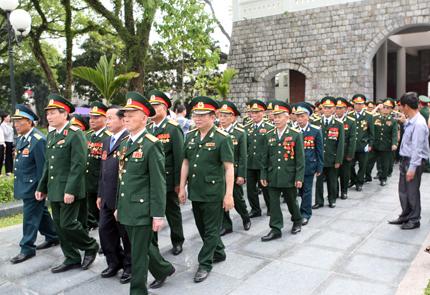 Đoàn của Hội Cựu chiến binh Việt Nam đi theo hàng ngũ chỉnh tề.