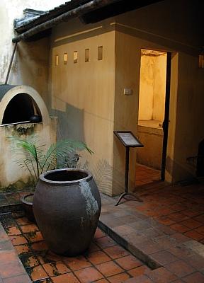 http://media.dulich24.com.vn/diemden/ngoi-nha-co-87-ma-may-6504/ngoi-nha-co-87-ma-may-9.jpg