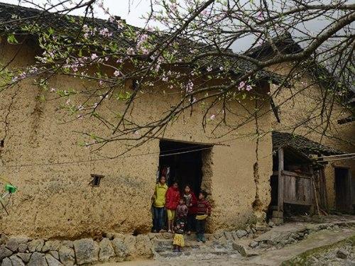 Nhà của Pao hấp dẫn du khách bởi vẻ đẹp mộc mạc, chân chất và cổ xưa.