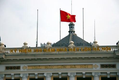 Ngày 9/12/2011, nhà hát Lớn Hà Nội tròn 100 tuổi.