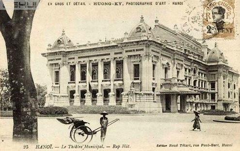 Nhà hát Lớn và xe kéo tay hồi những năm đầu thế kỷ 20.