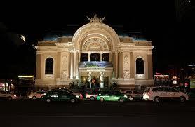 Anh chụp Nhà hát Lớn trong đêm
