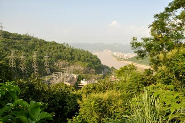 Một góc nhìn về công trình thủy điện sông Đà