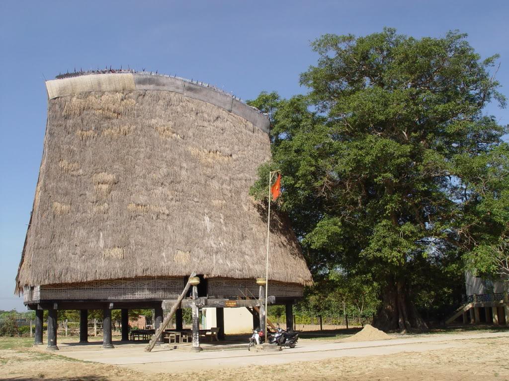 Nhà rông Kon Klor - Điểm du lịch hấp dẫn Kon Tum