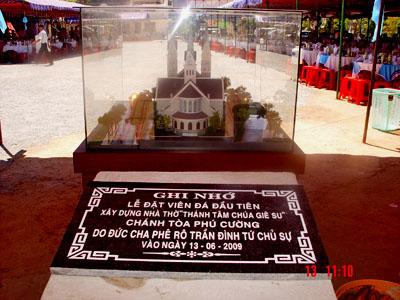 Lễ đặt viên đá đầu tiên xây dựng nhà thờ