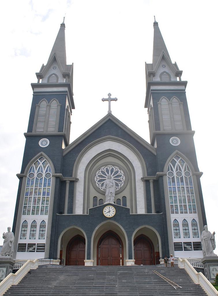 Nhà thờ mới khang trang, lộng lẫy