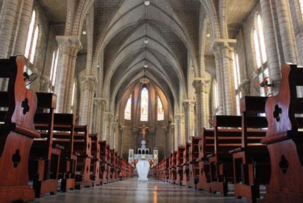 Không gian lộng lẫy bên trong nhà thờ
