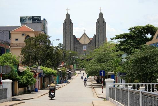 Đường lên nhà thờ Phú cam