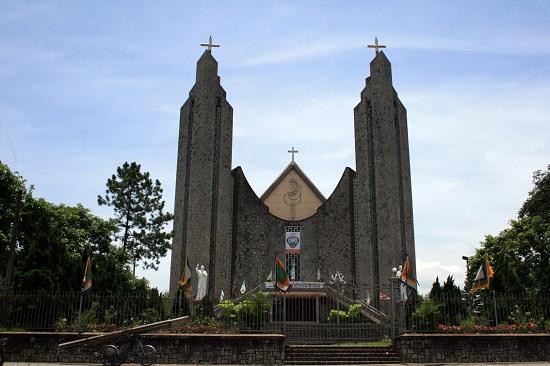 Thánh đường nhà thờ Phú Cam