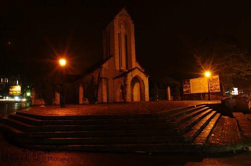 Nhà thờ đá vào đêm