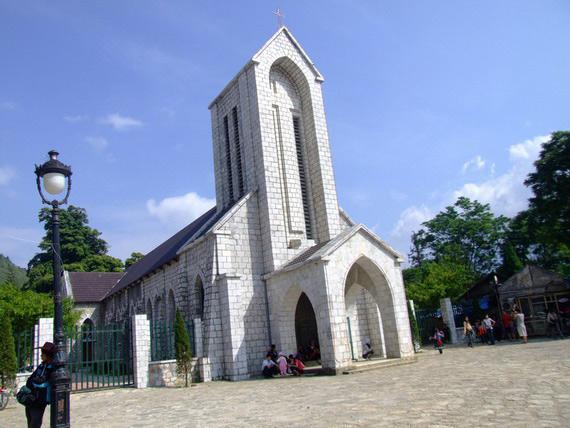 Kết quả hình ảnh cho nhà thờ cổ sapa