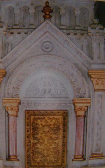 Họa tiết khắc họa trên các vách tường đá